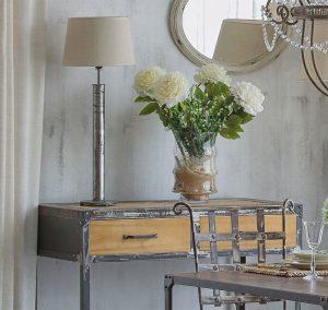 Conjunto de diseño en forja mesa y Lampara